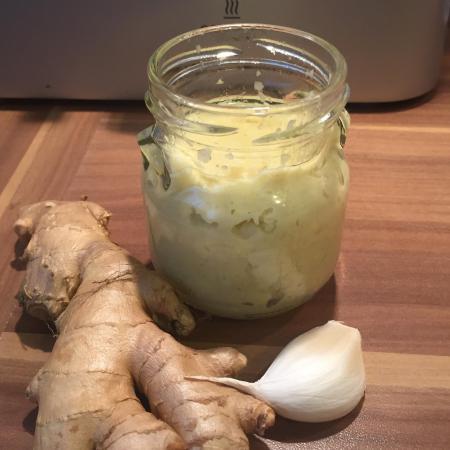 pâte de gingembre avec du piment de Cayenne